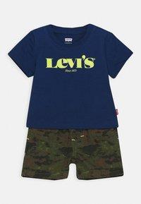 Levi's® - TEE SHORT SET - T-shirt imprimé - estate blue - 0