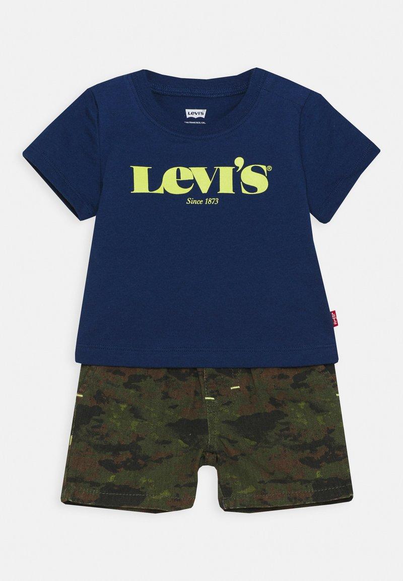 Levi's® - TEE SHORT SET - T-shirt imprimé - estate blue