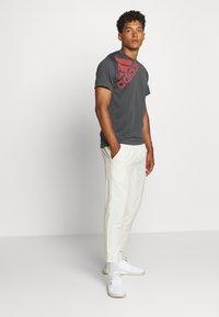 adidas Performance - T-shirt print - grey - 1