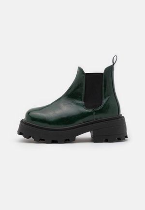 KYLIE CHELSEA SQUARE TOE BOOT - Platform ankle boots - bottle green