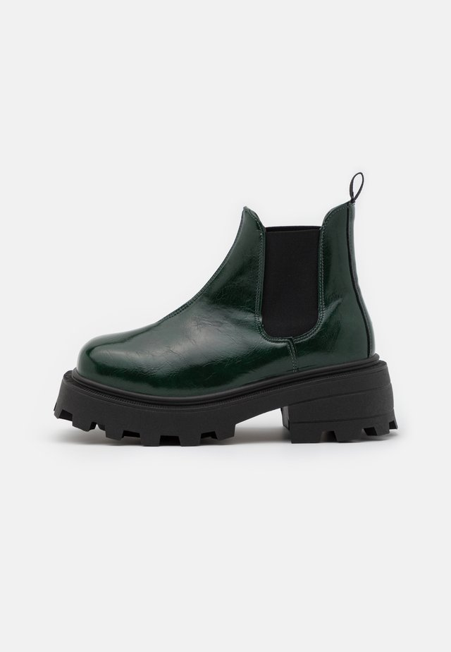 KYLIE CHELSEA SQUARE TOE BOOT - Botki na platformie - bottle green