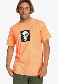 Quiksilver - Print T-shirt - orange pop - 0