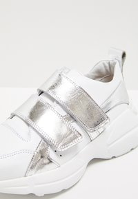 myMo - Zapatillas - white/silver - 6