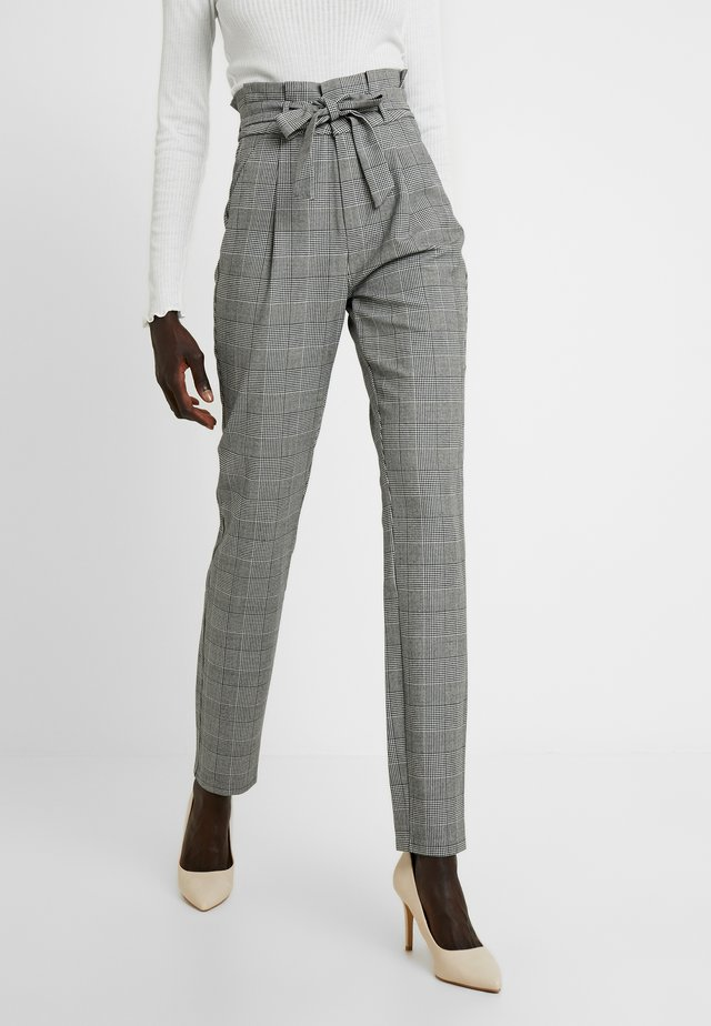 VMEVA LOOSE PAPERBAG CHECK PANT - Trousers - grey/white