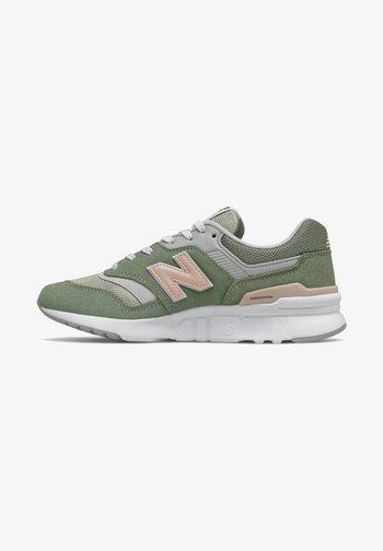 Sneakers - celadon