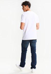 Mister Tee - LA SKETCH  - Print T-shirt - white - 2