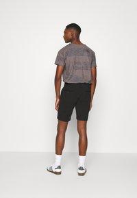 INDICODE JEANS - AALBORG - Shorts - black - 2
