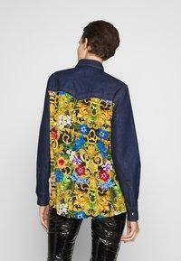 Versace Jeans Couture - LADY SHIRT - Button-down blouse - mult scuri - 2