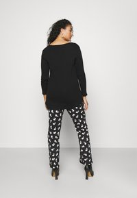 Simply Be - NOTCH FRONT - T-shirt à manches longues - black - 2