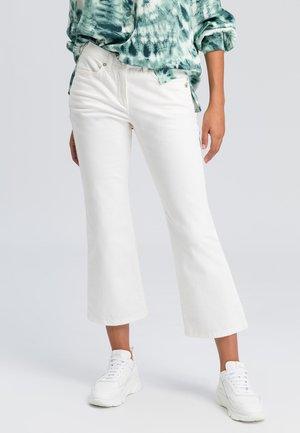 Flared Jeans - milk denim