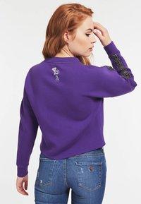 Guess - Sweatshirt - violett - 2