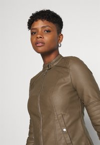 Vero Moda - VMLOVECINDY COATED JACKET - Giacca in similpelle - bungee - 3