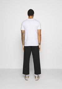 Ellesse - MAVOZ - T-shirt z nadrukiem - white - 2