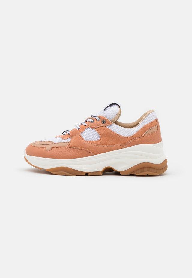 SLFGAVINA TRAINER - Sneakers laag - beige