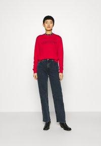 Calvin Klein - CORE LOGO - Sweatshirt - tango red - 1