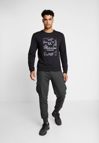 Calvin Klein Performance - BILLBOARD - Sweatshirt - black/bright white - 1