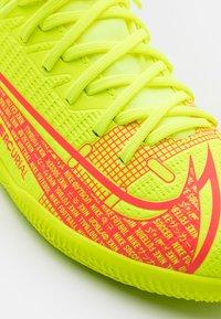 Nike Performance - MERCURIAL 8 CLUB IC UNISEX - Indoor football boots - volt/black/bright crimson - 5