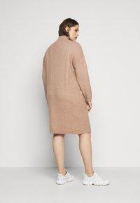 ONLY Carmakoma - CARPRIMEUS TUNNEL NECK TUNIC DRESS - Jumper dress - brownie - 2