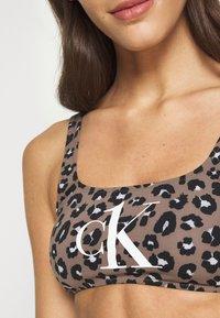 Calvin Klein Swimwear - BRALETTE PRINT - Bikini top - stephen neutral - 5