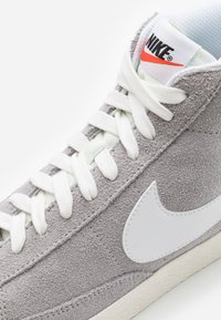 Nike Sportswear - BLAZER MID UNISEX - Baskets montantes - wolf grey/white/sail/total orange/black - 5