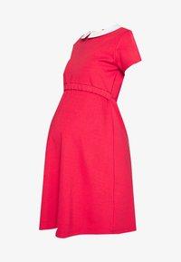 COLETTE - Žerzejové šaty - corail