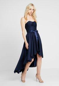 Swing - Společenské šaty - marine - 1