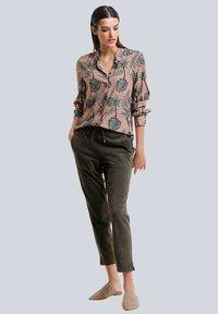 Alba Moda - Button-down blouse - karamell khaki - 1