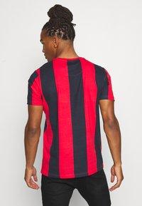 Brave Soul - BERTONIB - T-shirt con stampa - rich navy/red - 2
