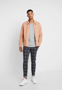 Only & Sons - ONSMARK PANT CHECK - Trousers - dark grey melange - 1