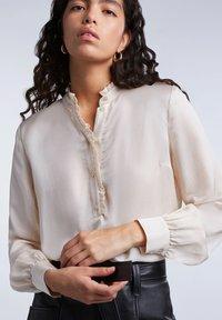 SET - FEMININE - Button-down blouse - whitecap gray - 4