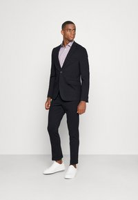 Isaac Dewhirst - THE RELAXED SUIT  - Kostym - dark blue - 0