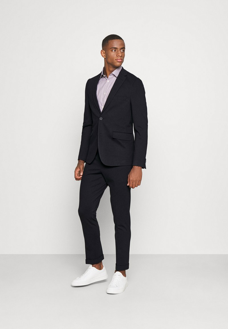 Isaac Dewhirst - THE RELAXED SUIT  - Kostym - dark blue