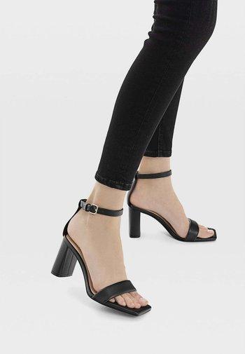 MIT GESTEPPTEN RIEMCHEN  - Sandals - black