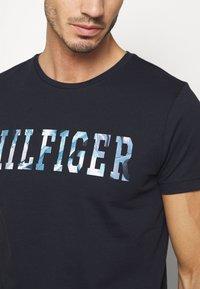 Tommy Hilfiger - FLORAL TEE - T-shirt z nadrukiem - blue - 4