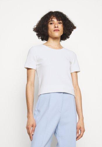 DOANA - Basic T-shirt - natural