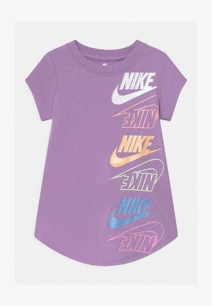 MULTI FUTURA - T-shirt con stampa - violet star