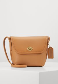 Coach - ORIGINALS TURNLOCK POUCH - Across body bag - camel
