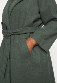 VILA CURVE - VIBINAS - Klasyczny płaszcz - darkest spruce - 5