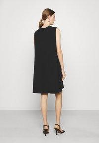 Emporio Armani - Žerzejové šaty - black - 2