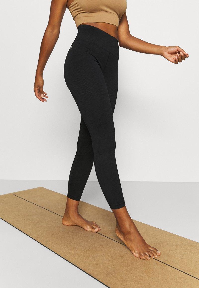 Cotton On Body - SEAMLESS HI LOW 7/8 - Tights - black
