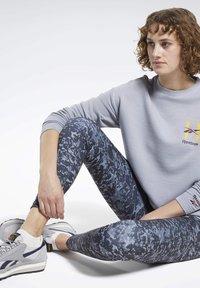 Reebok Classic - CLASSICS HOTEL CREW SWEATSHIRT - Sweatshirt - grey - 2