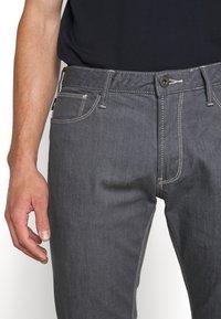 Emporio Armani - Džíny Straight Fit - light grey - 3