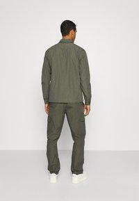 Minimum - KROGHOLM - Cargo trousers - rosin - 2