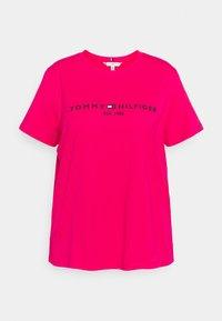 Tommy Hilfiger Curve - REGULAR TEE - Print T-shirt - bright jewel - 0