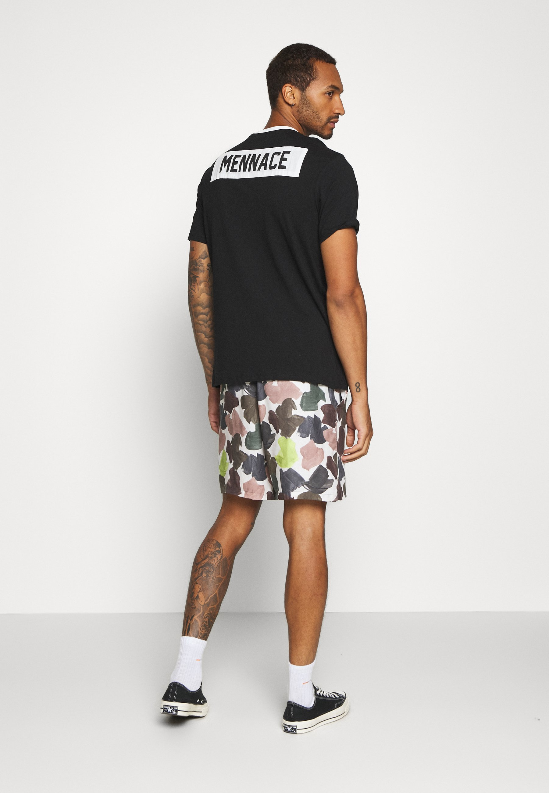 Mennace MENNACE PATCH CREW NECK - Print T-shirt - black rKsZm