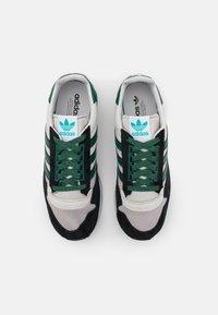 adidas Originals - ZX 500 UNISEX - Trainers - grey one/collegiate green/core black - 3