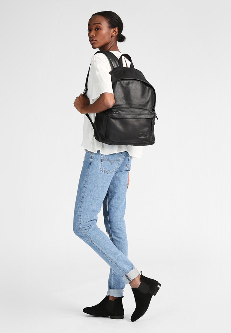 Eastpak - PADDED PAK'R/MARCH SEASONAL COLORS - Zaino - black ink leather