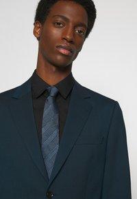 Calvin Klein - HABERDASHER PLAID TIE - Tie - light blue - 0