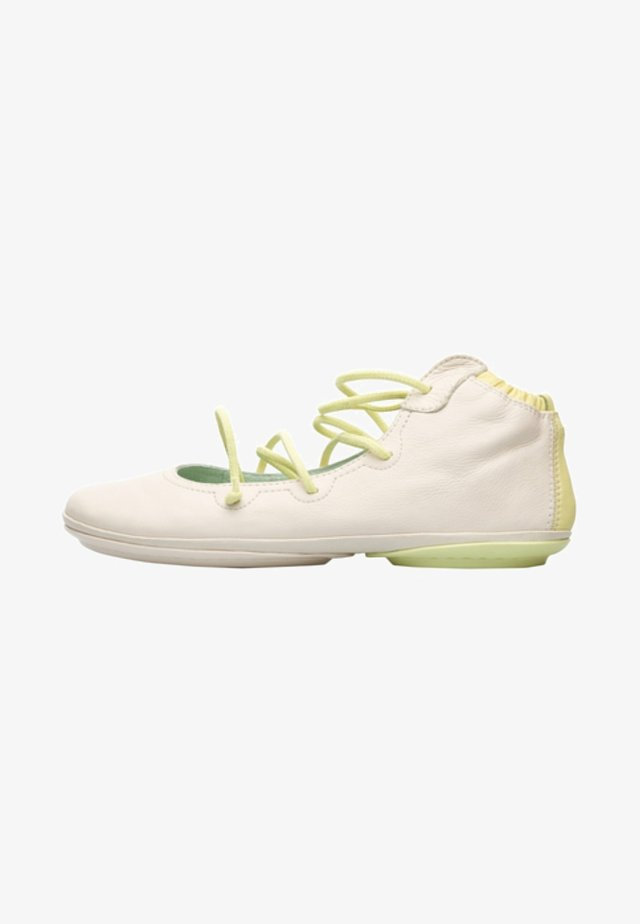 RIGHT - Lace-ups - cream / yellow