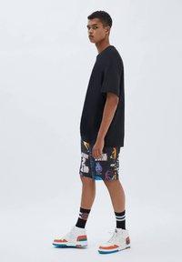 PULL&BEAR - SPACE JAM - Shorts - mottled black - 3